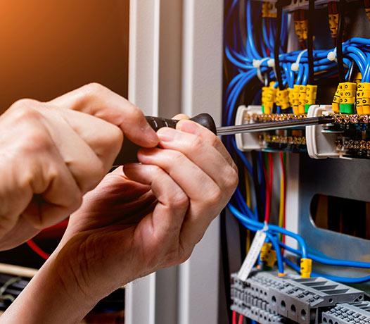 Former ses employés aux consignes de sécurité électrique en entreprise